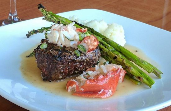 Middletown, CT: Surf N Turf Special