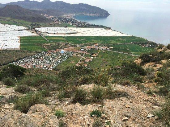 Isla Plana, สเปน: Utsikt över campen från närbeläget berg, 285 möh