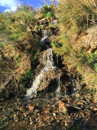 Isla Plana, Spain: Litet vattenfall i närbelägen Rambla