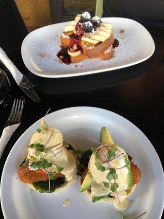 Devonport, New Zealand: Brioch French toast and Eggs Benedict