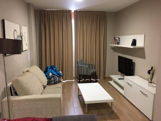 Salon, comedor, cocina con sofa cama - Picture of ...