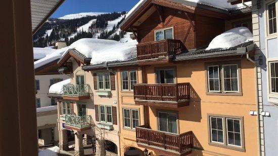 ซันพีกส์, แคนาดา: Blick aus dem Zimmer 306 Richtung Skigebiet