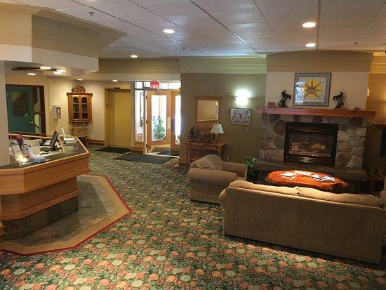 Sun Peaks, Canadá: Hotel-Lobby mit Rezeption