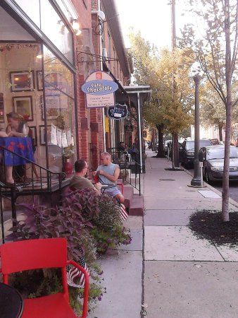 "Lititz, Pensilvania: A Total ""Must Experience"" Cafe!"