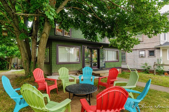 Asheville Hostel & Guest House: Exterior area for guests to relax