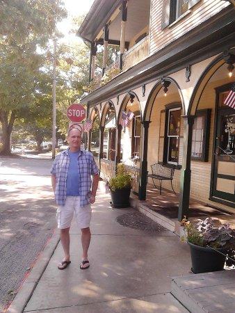 Lititz, Pensilvania: Charming Historical Home Houses Tomato Pie Cafe!