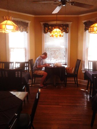 Lititz, PA: Charming Little Cafe For Breakfast, Lunch And Dinner!