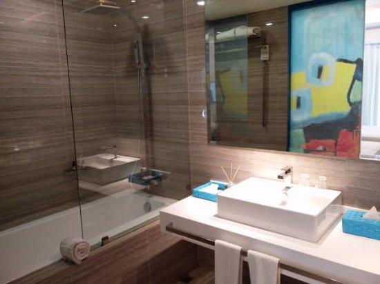 La belle salle de bain de notre chambre - Bild von Astoria Current ...