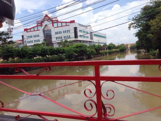 Jembatan Merah: photo0.jpg