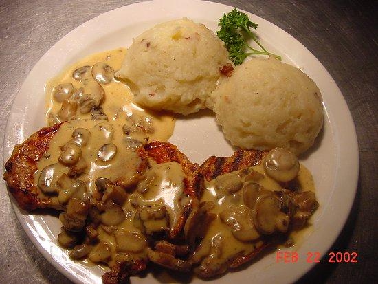 Choctaw, OK: Schnitzel with Mushrooms in Cream Sauce