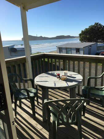 Castlepoint Holiday Park and Motels: This is the deck in the morning in full sun and stunning views.