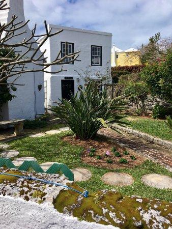The Bermuda Perfumery: photo2.jpg