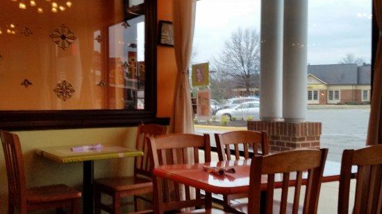Ashburn, VA: Window Tables
