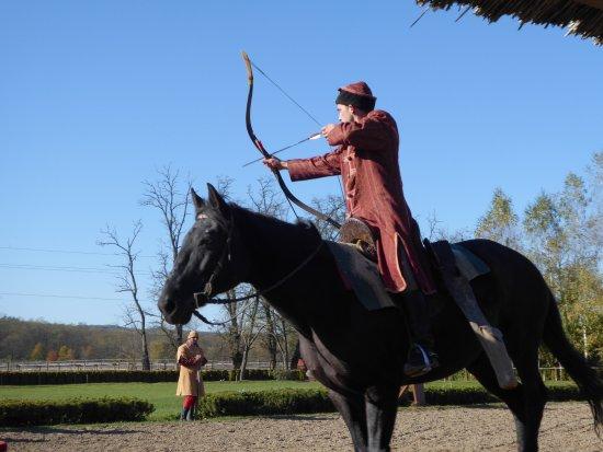 Lázár Lovaspark: Traditional equestrain demontrations-archery