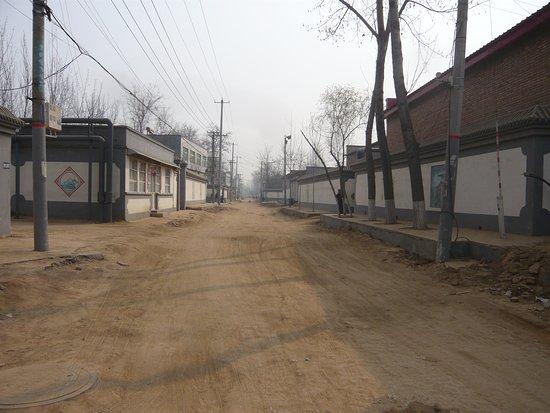 Zhuozhou, Китай: 三義宮付近の村
