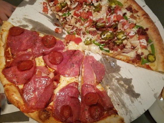 Saint Charles, MO: Dewey's Pizza