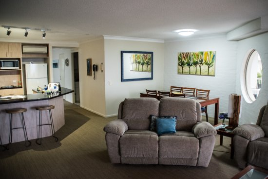 Osprey Apartments: Dining area and lounge