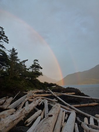 Telegraph Cove, Canadá: Rainbow over Robson Byte.