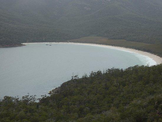 Coles Bay, Avustralya: Beach view of Wineglass Bay
