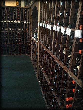 Idyllwild, Kalifornia: Over 100 Wines In Stock!