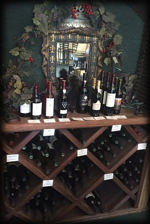 Idyllwild, Kalifornien: Our Wonderful House Wine & Port Selection...