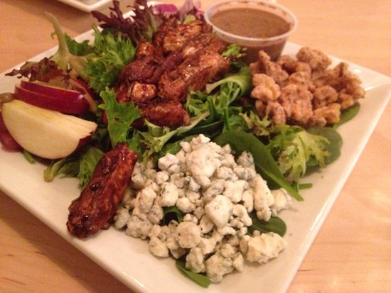 Geneseo, Νέα Υόρκη: Berry and Balsamic Chicken Salad...yum!