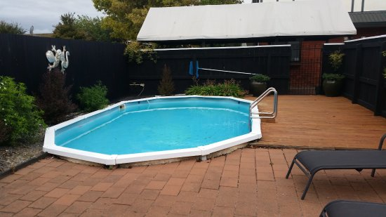 Knightsbridge Court Motor Lodge: small swimming pool