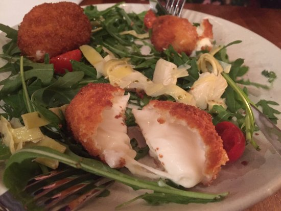 Fuxia: Nice Italian restaurant, has menus in English; fired mozzarella is amazing!