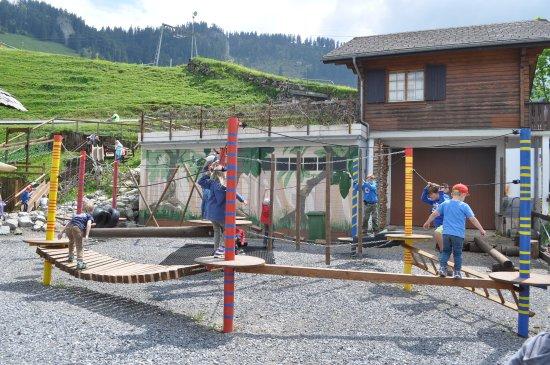 Dallenwil, Suíça: Klettergarten auf dem 5-Stern-Hexenspielplatz direkt bei der Bergstation