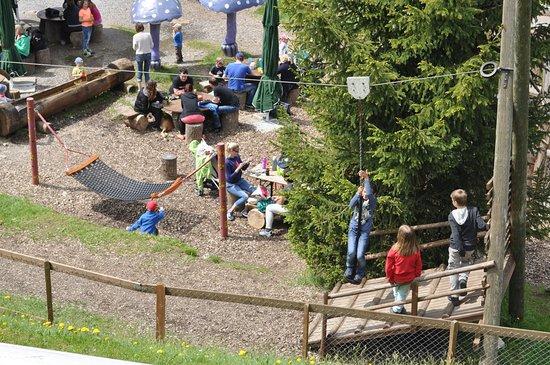 Dallenwil, سويسرا: 5-Stern-Hexenspielplatz direkt bei der Bergstation