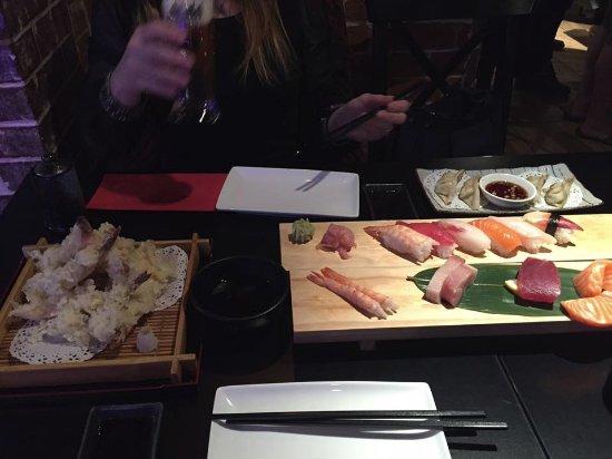Hoshiya Korean & Japanese Restaurant: Sharing platter and Tempura Prawns