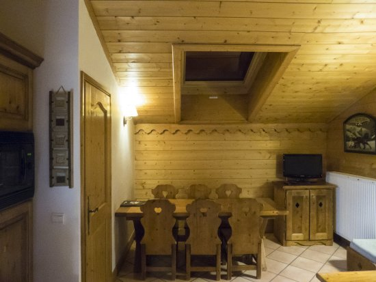 Saint-Martin-de-Belleville, Fransa: Krappe eethoek, 8-persoons appartement met tussenverdieping