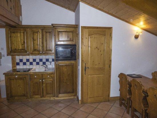 Saint-Martin-de-Belleville, Fransa: Het miminale keukentje, 8-persoons appartement met tussenverdieping