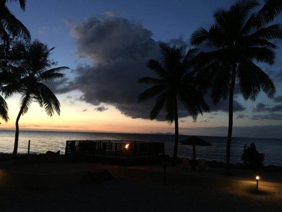 Sonaisali Island, Fiji: sun set