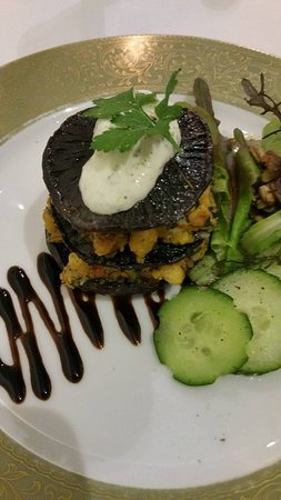 Pohara, New Zealand: Entree - herbed stuffed portobello mushroom
