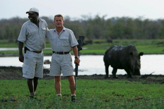 Manyeleti Game Reserve, South Africa: Rhino on foot