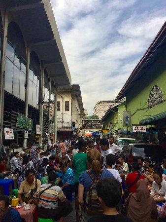 Bogyoke Aung San Market: Hustle and bustle in the area where the gems are traded