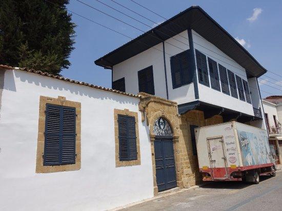 The Dervis Pasha Mansion: 可愛いい外観です