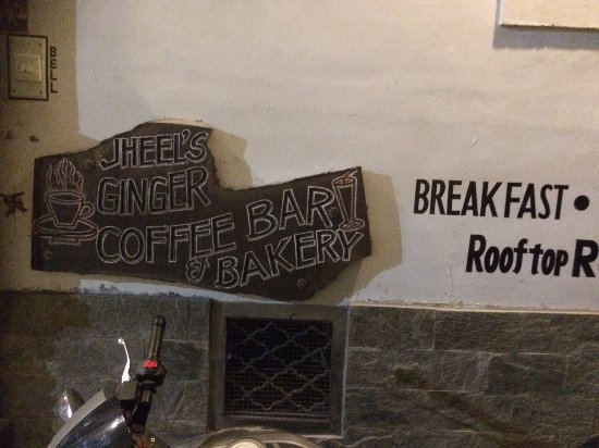 Jheel's Ginger Coffee Bar & Bakery: Entrance to the Cafe