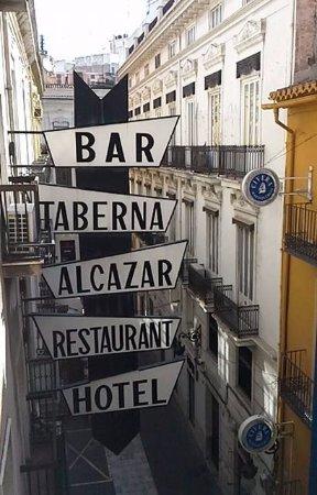 Hotel Alkazar: Vista del balcon.
