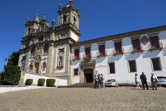 Pousada Mosteiro Guimarães: Front of pousada