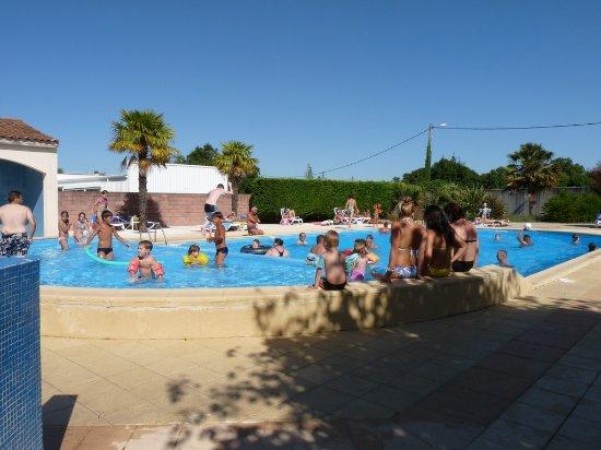 Medis, Frankrig: piscine chauffée et découvrable