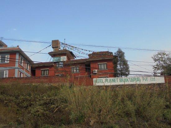 Planet Bhaktapur Hotel: La collina su cui sorge l'hotel