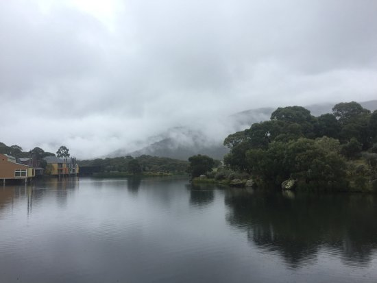 Crackenback, Australia: View towards the bridge and resort from our room on a rainy day