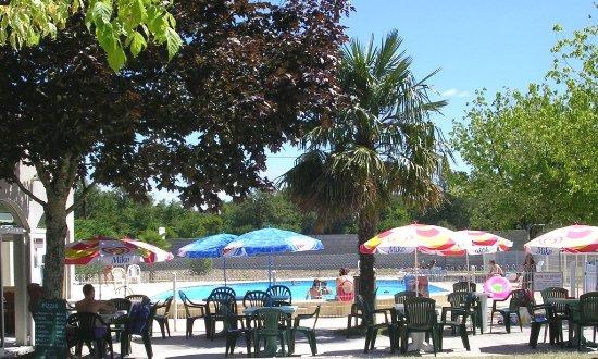 Medis, Frankrig: bar restaurant au bord de la piscine