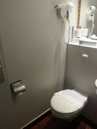 Toilettes dans la salle de bain