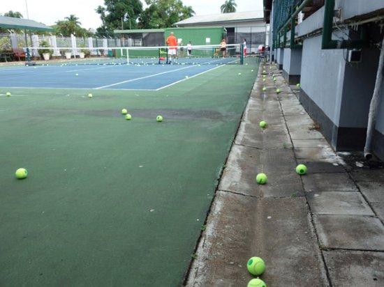 Hotel Residence Inn Paramaribo : les op de tennisbaan