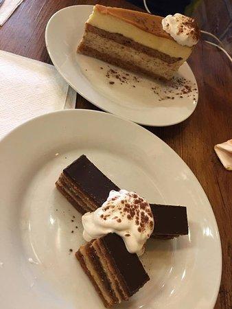Drum Cafe: Amazing desserts!