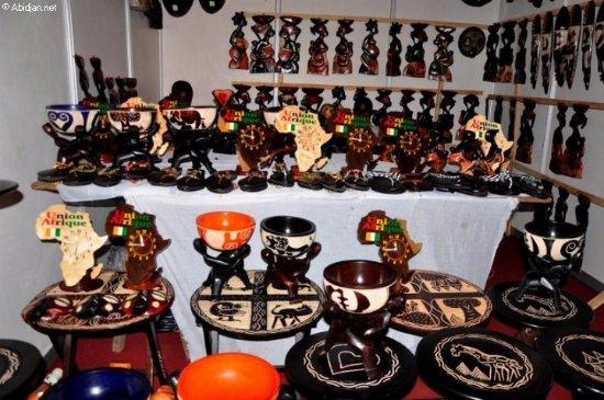 Daloa, Ivory Coast: De beaux articles artisanaux. Repartir avec un souvenir de cette belle cité.