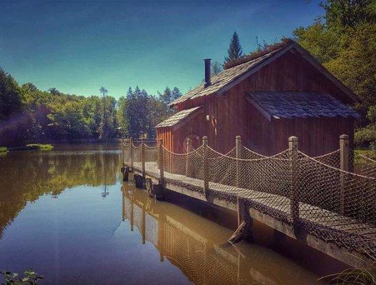 Lanouaille, Франция: cabane sur l'eau